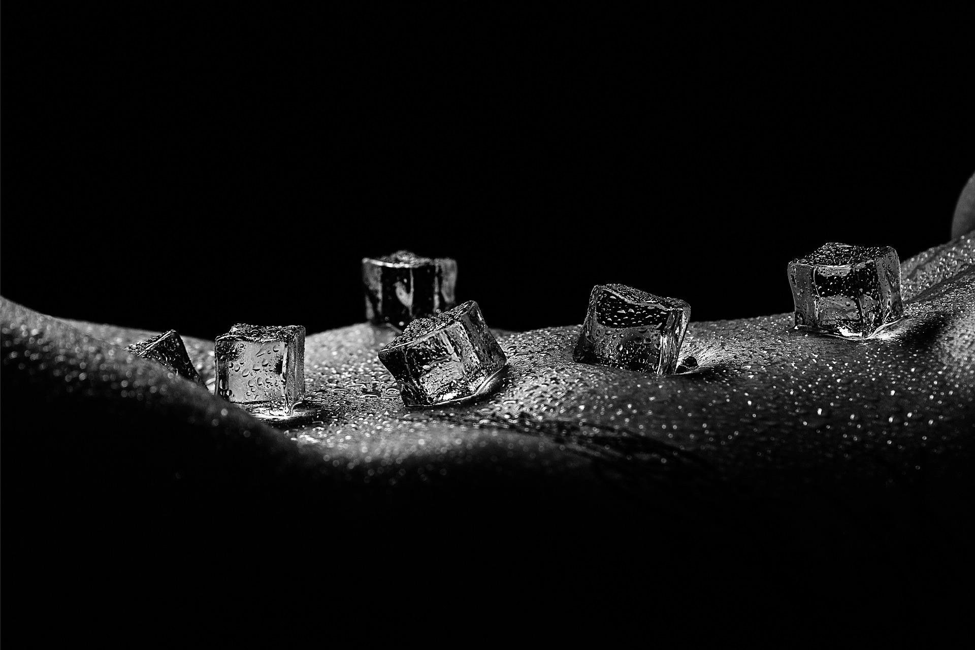 ice-cubes-4313757_1920