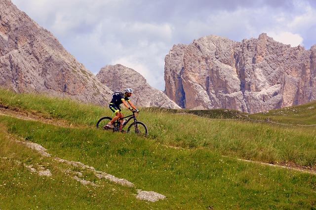 cyklista v horách