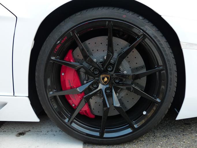 Auto, koleso, pneu, disk