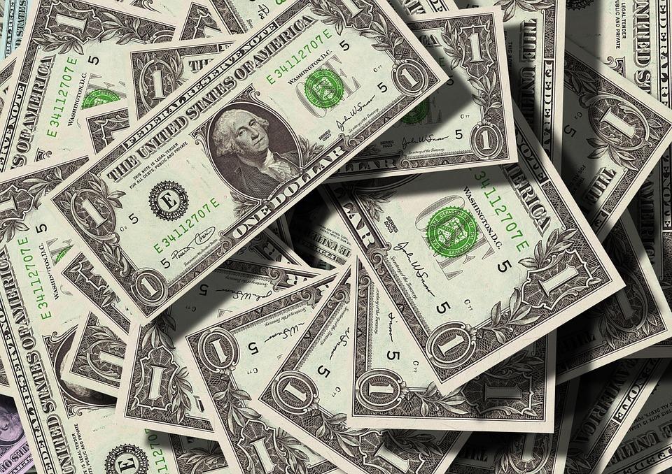 peniaze, doláre